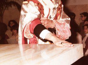 1979 Mons. Giuseppe Bonfiglioli consacrazione altare