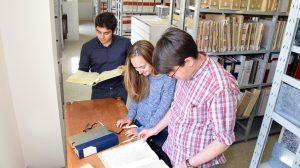 Studenti in alternanza scuola lavoro presso l'Archivio storico diocesano