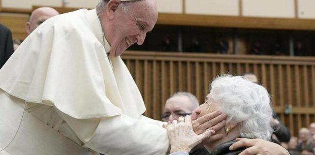 Il Papa agli anziani: «Io sono con te tutti i giorni»